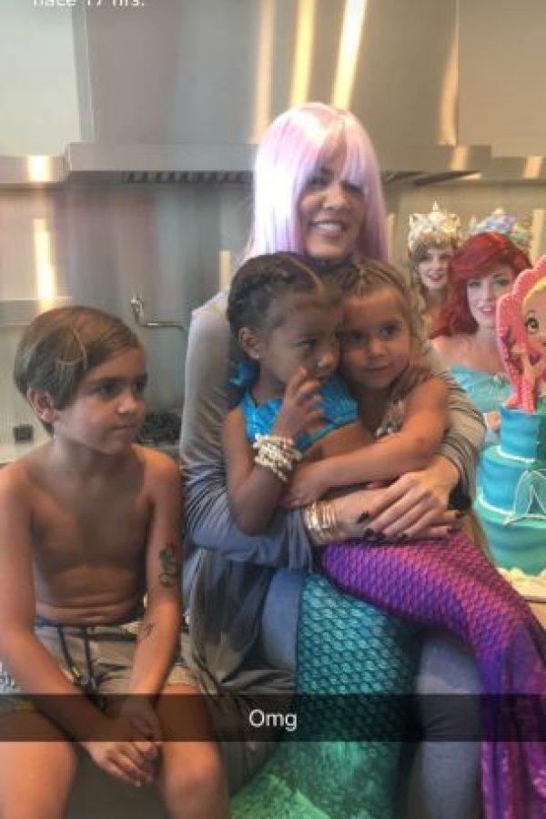 Penelope y Jason Disick junto a su prima North West y su tía Khloé Kardashian Foto:Snapchat Kylie Jenner