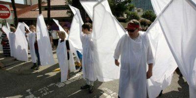 """Estos """"ángeles"""" protegieron funeral en Orlando de manifestantes antigay"""