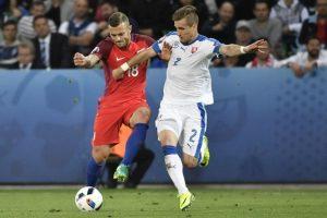 Los eslovacos celebraron un punto ante los ingleses que los acerca al pase. Foto:AFP