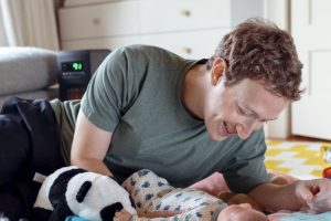 Mark Zuckerberg con su pequeña Max. Foto: Facebook Mark Zuckerberg