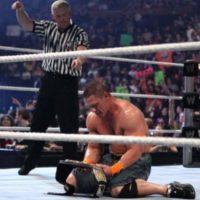 7. John Cena. Ganó el título en la Cámara de la Eliminación de 2010, pero en esa misma función fue obligado a defender el cinturón contra Batista, quien lo derrotó Foto:WWE