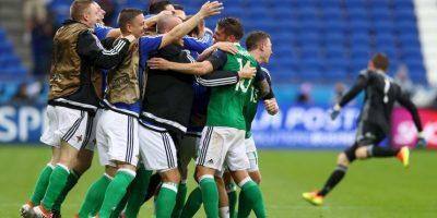 Luego de vencer a Ucrania, los norirlandeses aseguran el tercer lugar y una victoria ante los campeones del mundo los clasifica directo a octavos de final Foto:Getty Images