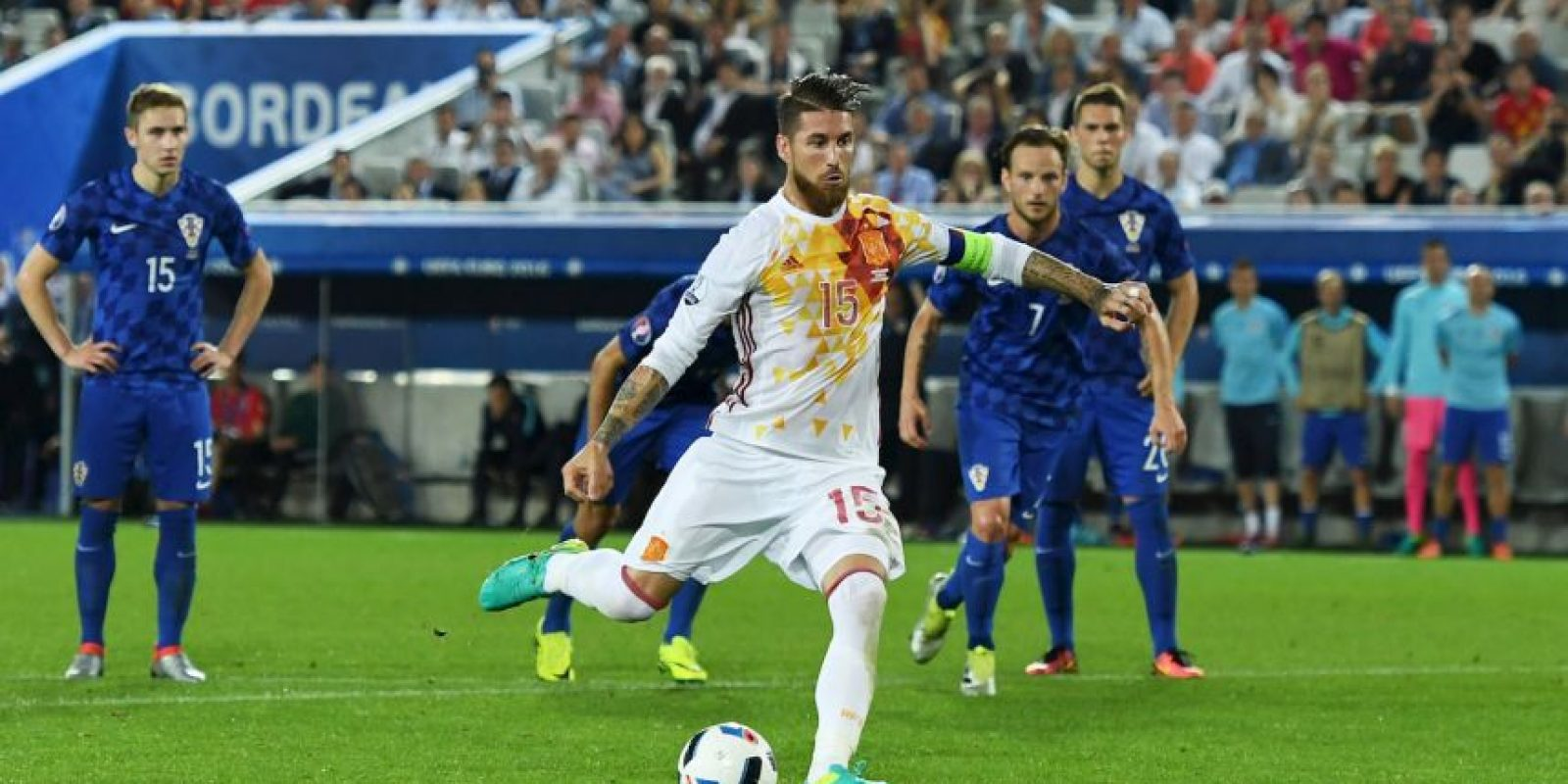 Sergio Busquets al notar que Modric había dicho dónde iba el penal de Ramos, le advirtió a su compañero Foto:Getty Images