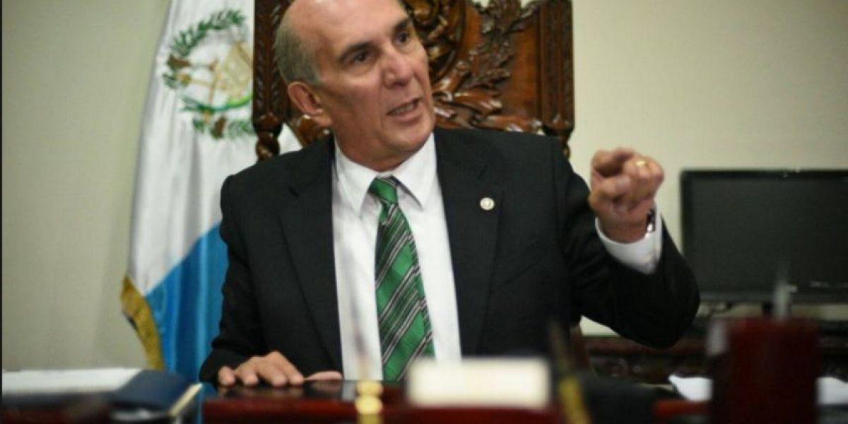 Taracena anuncia proceso de despido de familiares de diputados