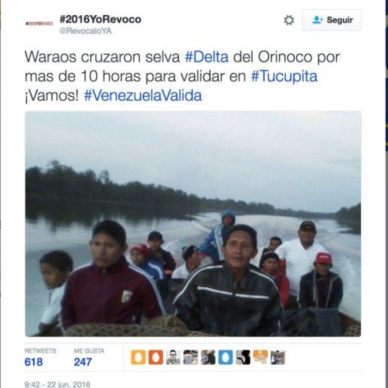 La manifestaciones de venezolanos para validar su firma en el revocatorio Foto:Twitter.com/RevocaloYA