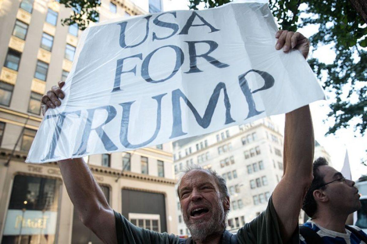 Hubo quienes mostraron pancartas en favor del precandidato Foto:Getty Images