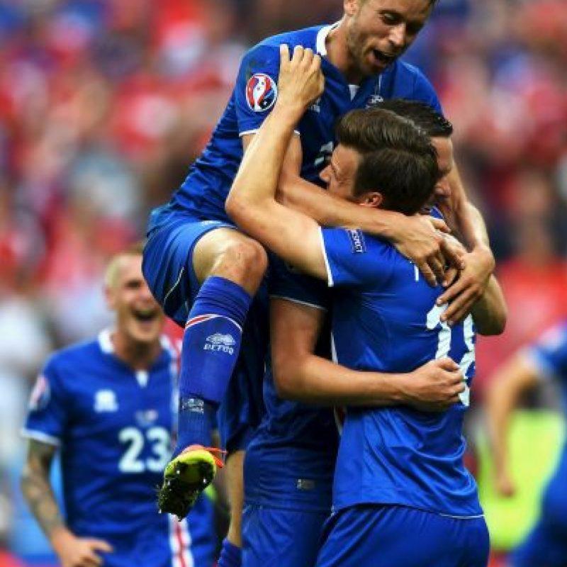 Islandia consiguió una agónica victoria en el último partido del Grupo F y quedó segunda Foto:Getty Images