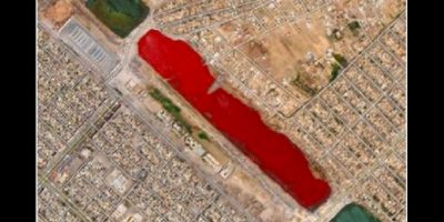 Este lago rojo en la ciudad iraquí de Sadr, aún no tiene explicación. Foto:Reproducción Google Street View