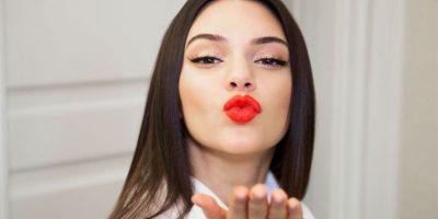 Blusa transparente provoca que Kendall Jenner muestre todo su busto