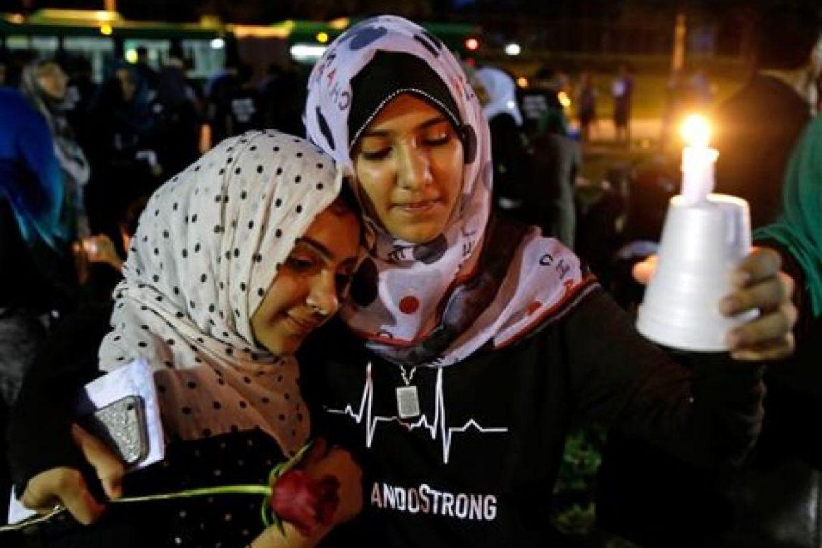 Miles de personas continúan en vigilias en memoria de las 49 víctimas Foto:AP