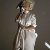 Sia durante sus presentaciones Foto:Getty Images