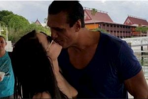 Paige mantiene una relación con el luchador Alberto del Río Foto:WWE