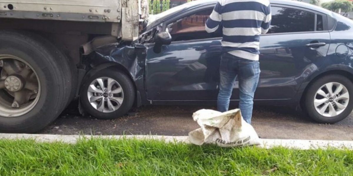 Con vehículos volcados y chocados arrancó la jornada del tránsito