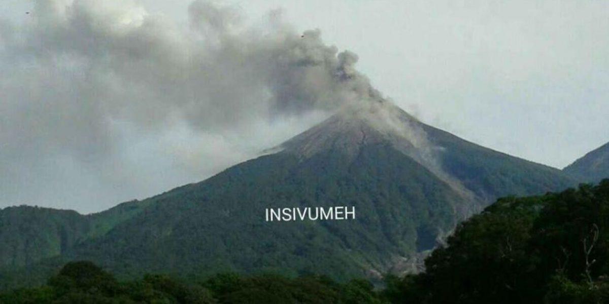 Volcán de Fuego en erupción efusiva desde anoche