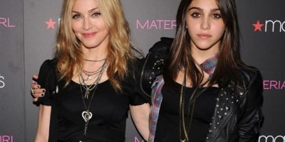 Hija de Madonna captada sin sostén y enseñando algo más