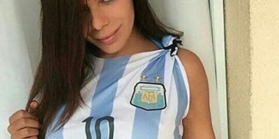 Miss Bumbum publica sensuales fotos pidiéndole a Messi que no deje la selección