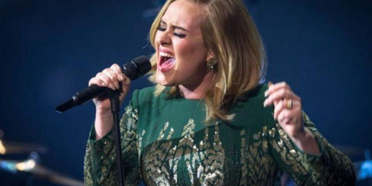 VIDEO. Adele eructó en la cara de una fan en pleno concierto