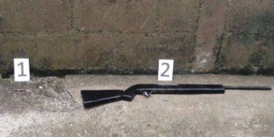 PNC localiza un arma de fuego en una letrina
