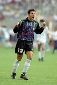 No es el primer arquero cabalero y Sergio Goycoechea se hizo famoso por orinar la cancha antes de la tanda de penales en el Mundial 1990 ante Italia, la que Argentina la terminó ganando Foto:Getty Images