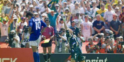 Siempre será recordado por fallar el penal que le quitó la posibilidad a Italia de ser campeón en el Mundial de Estados Unidos 1994. El delantero se apostó a lanzar su tiro con la obligación de marcar, pero lo envió por sobre el travesaño y Brasil se coronó campeón. Anteriormente, en 1990, había sido tercero en el mundial que jugaron de local. Foto:Getty Images