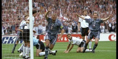 Alan Shearer se demoró los mismos 2:14 minutos que Jiracek en marcar el tanto de Inglaterra en el empate a uno ante Alemania, válido a las semifinales de la Eurocopa 1996. Luego, los alemanes avanzarían a la siguiente ronda ganando los penales Foto:Getty Images