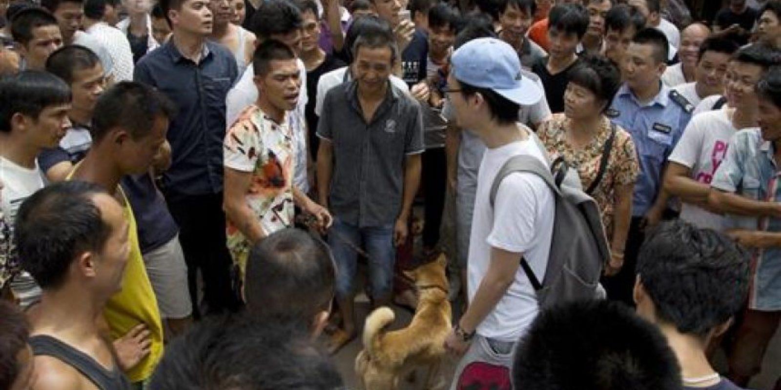 Se estima que cada año se consumen cerca de 10 millones de perros en China, la gran mayoría robados y sacrificados de manera ilegal. Foto:AP