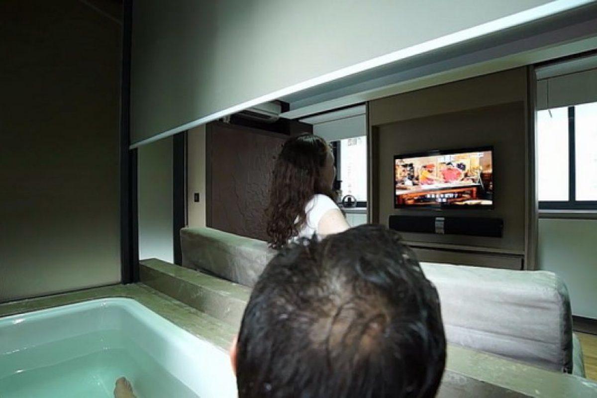 Un baño que puede transformarse para incluir una tina de buen tamaño. Foto:LAAB