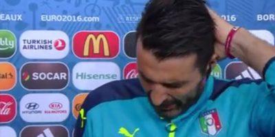 El arquero italiano, Gianluigi Buffon, llora en una entrevista tras la eliminación de Italia en la Eurocopa 2016. Foto:Captura de pantalla de YouTube