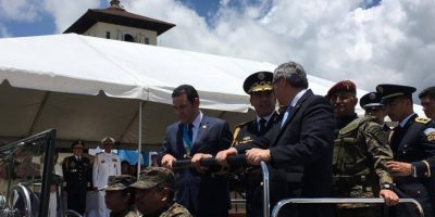 """Presidente Morales le agradece al Ejército """"por los escritorios tan criticados"""""""