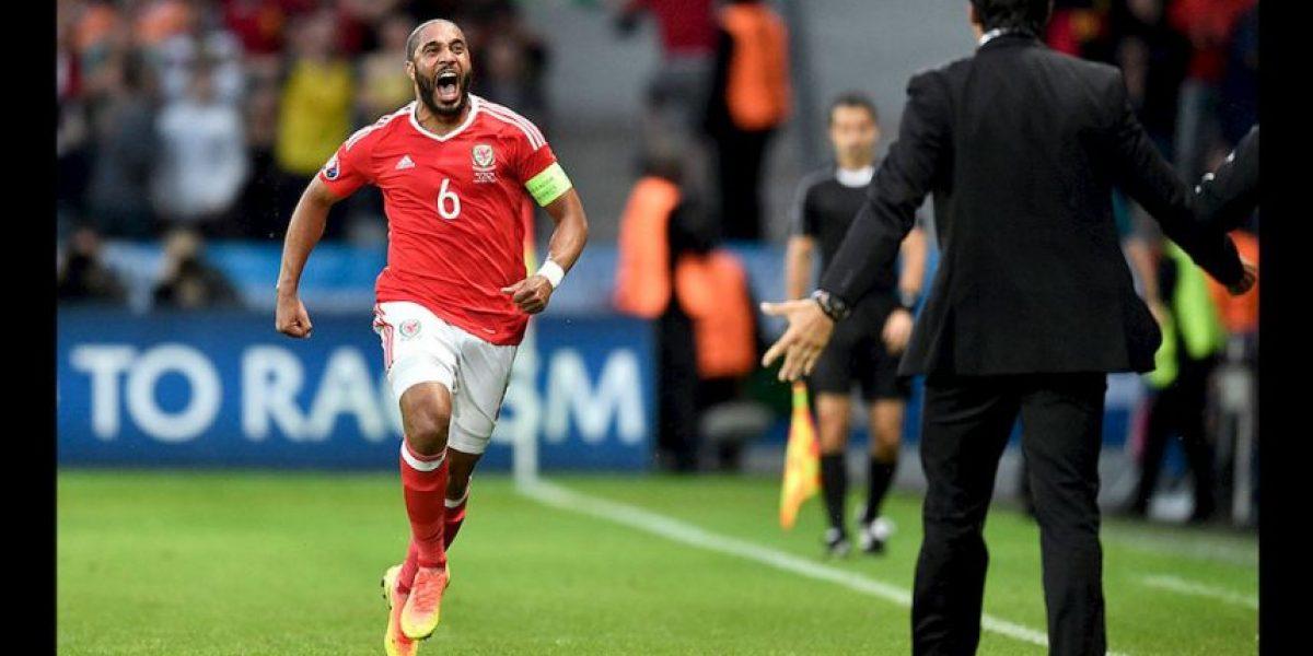 Afición belga le hace el pasillo a la galesa después de la derrota