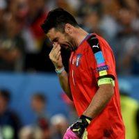 Luego de la eliminación de Italia en los cuartos de final de la Eurocopa, el veterano arquero no aguantó y rompió en llanto Foto:Getty Images