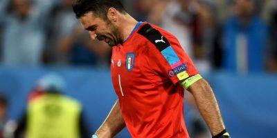Las lágrimas del arquero conmovieron a todos. Podría ser su última Eurocopa Foto:Getty Images