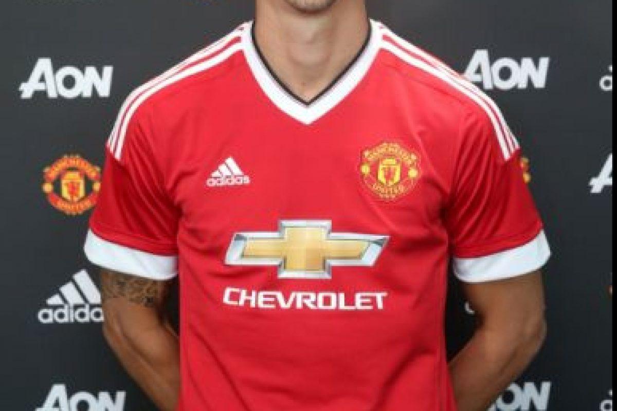 Zlatan Ibrahimovic remeció el mercado con su llegada a Manchester United Foto:Sitio web Manchester United