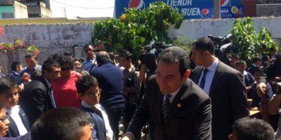 """VIDEO. """"El perrito"""", la historia que contó hoy el presidente Jimmy Morales a escolares"""