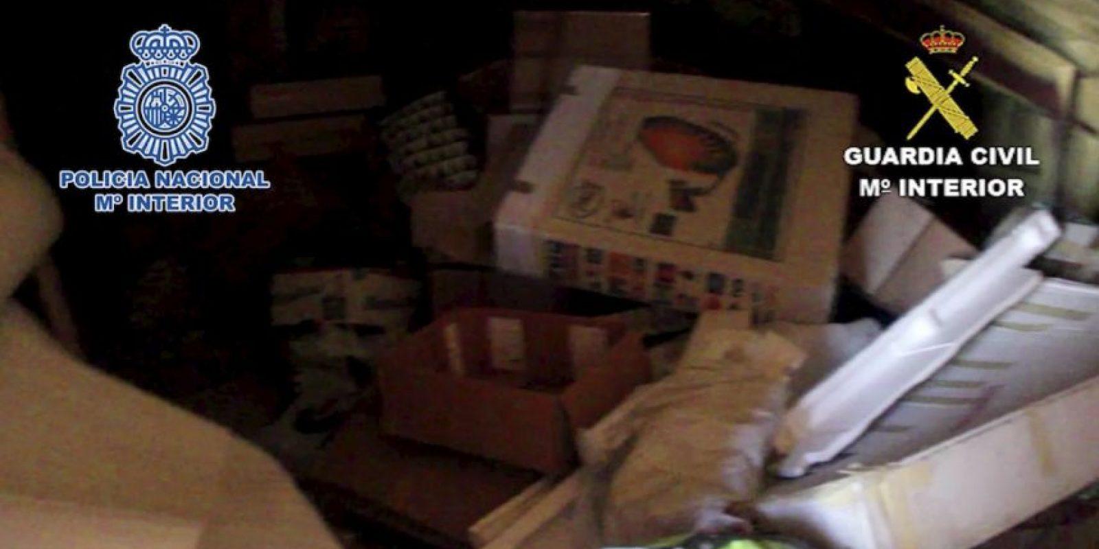 Habitaba un cuarto en la casa de su padre, donde se acumulaba la basura Foto:Policia Nacional de España