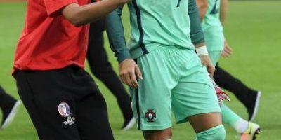 Euro 2016: Así complace Cristiano Ronaldo a sus fans en la semifinal