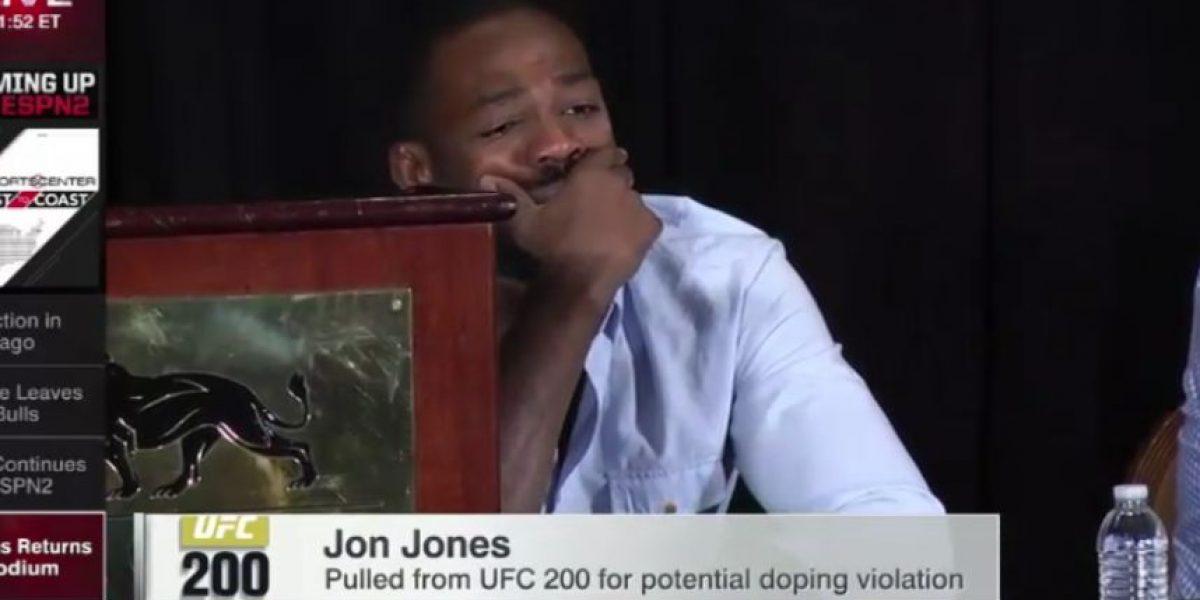Famoso luchador de la UFC rompe en llanto en conferencia de prensa