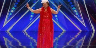 VIDEO. Una mujer de 90 años hizo un striptease y causó furor en las redes
