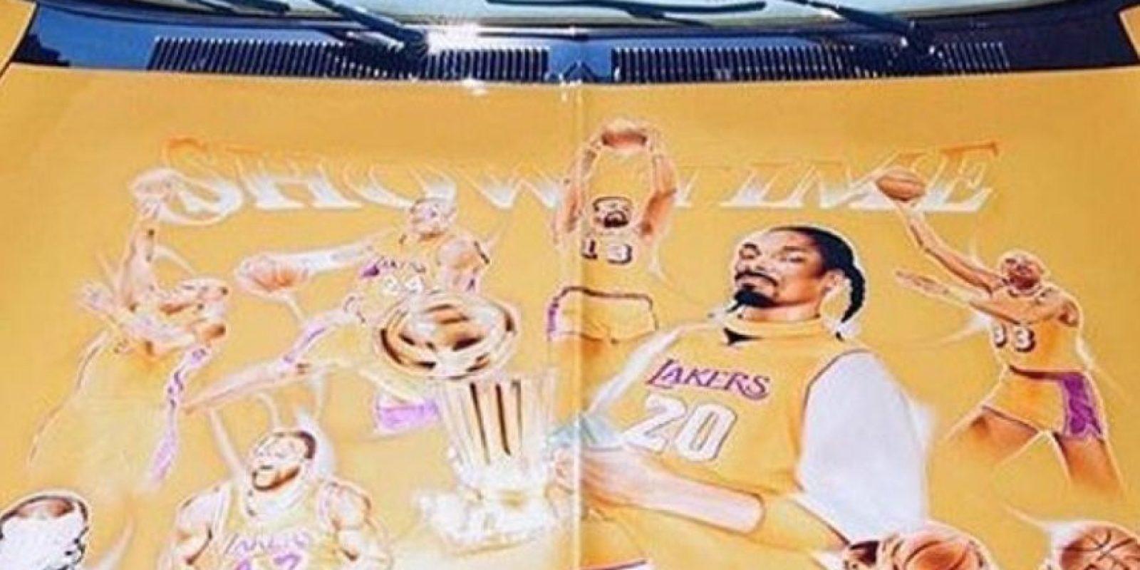 El auto tiene a leyendas de Los Angeles Lakers Foto:Instagram Snoop Dogg