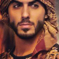 Omar Borkan se convirtió en modelo, además es fotógrafo, actor y poeta árabe.