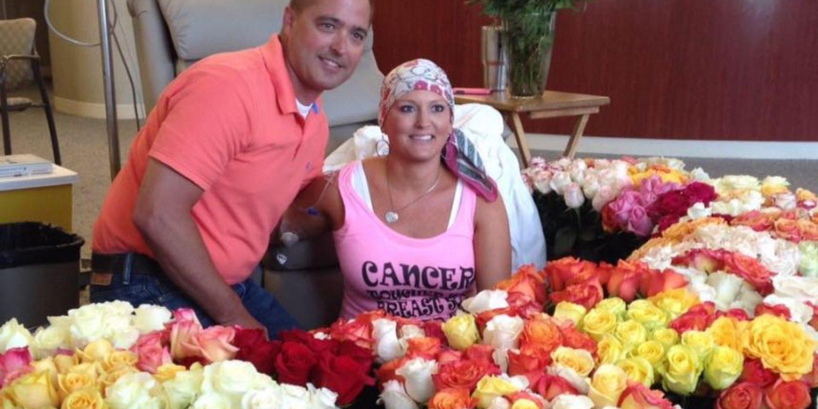 Alissa Korte Bousquet y su esposo Brad Bousquet tras la entrega especial en el hospital.