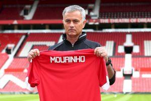 Sin embargo, Mourinho lo quiere vender y esto podría traerle un problema y un tempranero quiebre con el camarín Foto:Getty Images