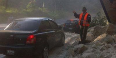 Un derrumbe afecta el paso de vehículos en la ruta al Pacífico