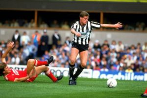 1986: Paul Gascoigne en sus inicios en el fútbol vistiendo la camiseta del Newcastle United Foto: Getty Images