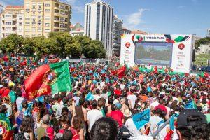 Los lusos repletaron las calles para ver el trofeo de la Eurocopa Foto:Getty Images