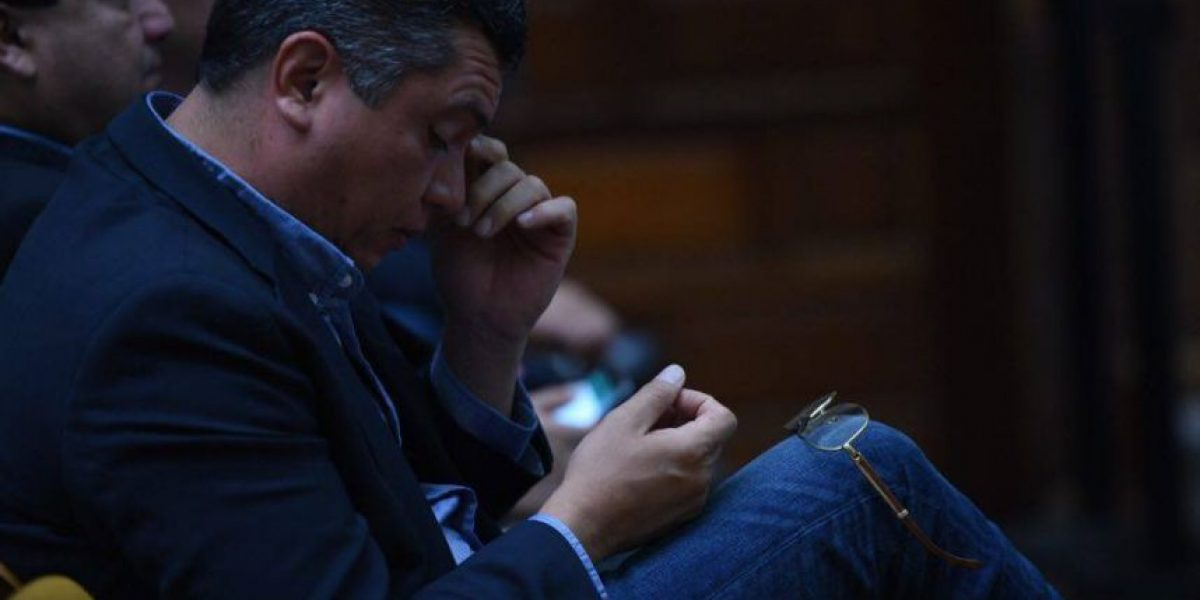 FOTOS. Gustavo Martínez sorprende con llamativo accesorio