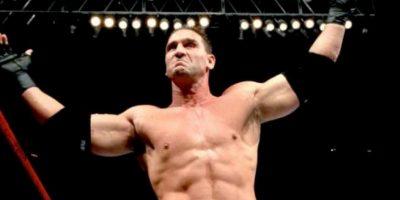 """espués pasó a la WWF, donde era anunciado como """"El hombre más peligroso del mundo"""" Foto:Twitter"""