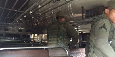Con abordaje de soldados y dudas, se reanuda servicio de buses hacia Antigua Guatemala