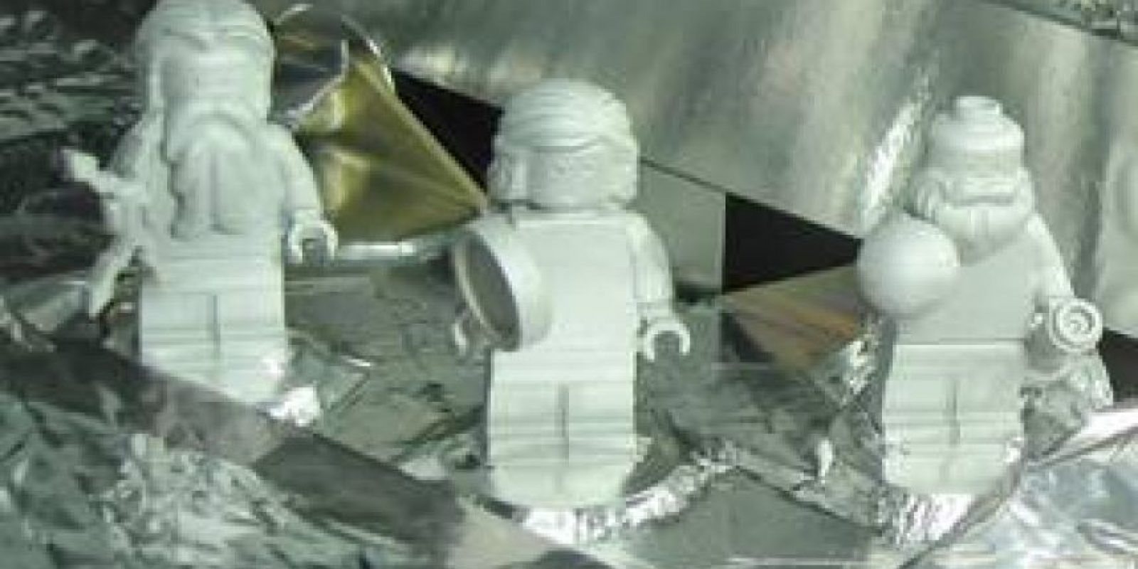 Aunque la misión no es tripulada por seres humanos, lleva tres figuras de Lego Foto:NASA