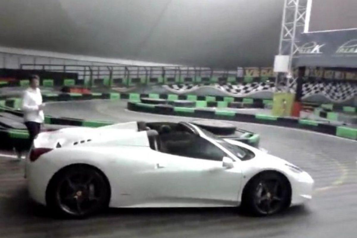 Metió su Ferrari Spider en una pista de karting. Los incidentes viales eran constantes y en su último periodo en AC Milán fue multado por manejar a 90 kilómetros en una zona de 50 y en su época en Manchester City la grúa se llevó su auto 27 veces Foto:Archivo